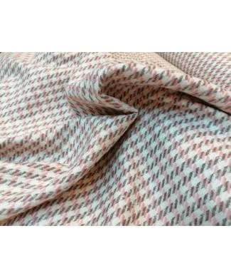 Pata de gallo rosa y gris 50% acrilico 20% algodon 15% poliester 15% lana 1.50 de ancho